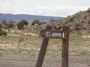 bentonite_hills_spur_sign