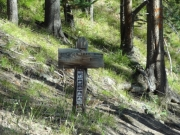 hiking_trail_sign