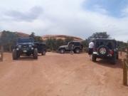 jeeps_at_la_boca_arch