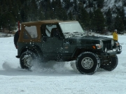 bob_kicking_up_snow