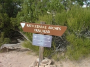 rattlesnake_arches_hike_sign_2