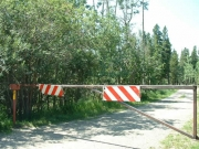 gate_to_the_left_of_the_trailhead