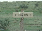 outlaw_trail_sign