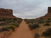 sandy_road_between_the_buttes